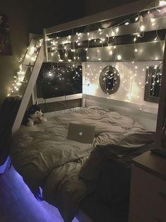 cozy teen girl bedroom fairy lights - dream bedroom decor tips to create a comfy teen girl bedrooms. Post number shared on 20190215 Small Room Bedroom, Dream Bedroom, Bedroom Lamps, Bedroom Lighting, Night Bedroom, Room Lights Decor, Master Bedroom, Bed Rooms, Dorm Rooms