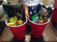 Duck Dynasty birthday favors in red Solo cups.