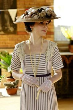 In the first season of Downton Abbey, Lady Mary Crawley wears a simple purple striped dress in two episodes; first, during their annual flow. Downton Abbey Costumes, Downton Abbey Fashion, Downton Abbey Mary, Downton Abbey Season 1, Downton Abbey Series 1, Style Édouardien, Lady Mary Crawley, Edwardian Costumes, Vintage Outfits