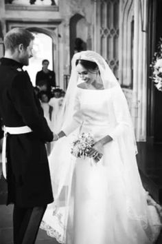 Happy one-year wedding anniversary to the Duke and Duchess of Sussex! Prince Harry and Meghan Markle are celebrating their first year of marriage Royal Wedding Harry, Harry And Meghan Wedding, Prince Harry And Megan, Royal Weddings, Prince Harry Wedding, Prinz Harry Meghan Markle, Principe William Y Kate, Markle Prince Harry, Princess Meghan