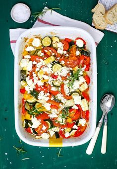 Ovened vegetables with feta cheese Simply Yummy recipes summer recipes summer recipes abendessen rezepte recipes recipes dessert recipes dinner Easy Soup Recipes, Lunch Recipes, Meat Recipes, Easy Dinner Recipes, Healthy Recipes, Yummy Recipes, Law Carb, Oven Vegetables, Quick And Easy Soup
