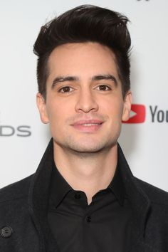 Look at those eyes Brendon Urie Memes, Drama Games, The Wombats, Pete Wentz, Panic! At The Disco, Emo Bands, Fall Out Boy, Celebs, Celebrities