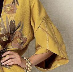 Меня всегда поражает как у дизайнеров получается выпускать новую коллекцию минимум два раза в год. Казалось бы, ну что еще можно придумать все уже придумано — платье, юбка, брюки, пальто... различия только в деталях. Но посмотрите сами необычный крой рукава, аксессуар или вышивка и два платья одного фасона оказываются совершенно разными. Эта подборка фотографий из разных коллекций, разного времени.