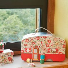 Heart Handmade UK: Cath Kidston Spring Summer I my goodness I have to have this sewing box 💝💝💝 Sewing Box, Love Sewing, Sewing Baskets, Sewing Studio, Sewing Rooms, Summer Time, Summer 2014, Spring Summer, Cheap Home Decor