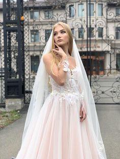 Victoria Soprano - Collection Capri  Model Silvia .#victoriasoprano #katherinejoyce #weddingdress #newcollection  #bestday #monmarriage #fashion #bridalook #instawedding #Vena