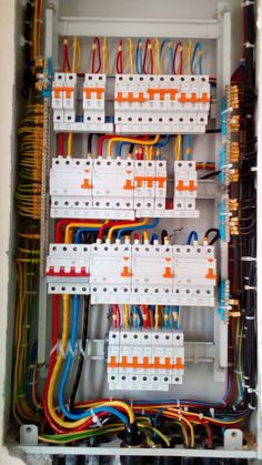 Electrical Panel Wiring, Electrical Circuit Diagram, Electrical Layout, Electrical Projects, Electrical Installation, House Wiring, Electric House, Electronic Engineering, Home Technology