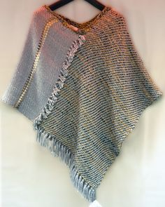 poncho varias posturas en lana Diy Kleidung, Knitting Stiches, Recycled Sweaters, Textile Fabrics, Fashion Project, Knit Or Crochet, Sewing Clothes, Refashion, Diy Fashion