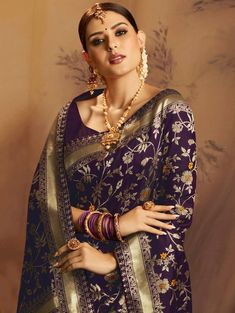 Dark Purple Jacquard Silk Saree Floral Woven Zaal #Saree #PurpleSaree #JacquardSilkSaree #FloralSaree Tussar Silk Saree, Chiffon Saree, Saree Dress, Bandhani Dress, Beautiful Saree, Beautiful Outfits, Saree Floral, Purple Saree, Saree Jewellery