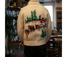 Dog-sledding sweater. Knitting Ideas, Knitting Projects, Hand Knitting, Knitting Patterns, Cowichan Sweater, Handgestrickte Pullover, Hand Knitted Sweaters, Freestyle, Sweater Design