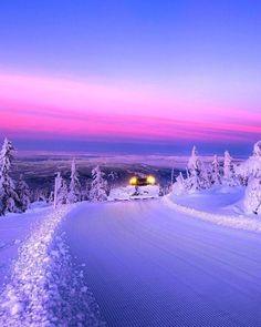 Noruega tiene el tipo de cielos que sólo veo en mis sueños...  #Viajes #Travel #Ciudades #Mundo #world #Monde #Foto #Photo #photography #carreteraymanta #road #route #Voyager #Paisajes #atardeceres