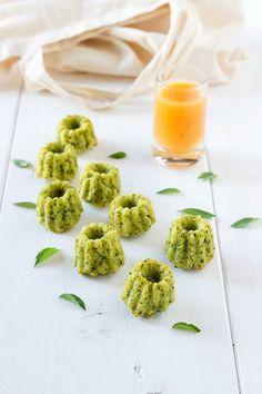 Une délicieuse recette de cannelés au basilic pour égayer vos apéritifs ou à emporter en pique-nique.