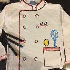 Con una camiseta blanca y rotuladores de tela hemos hecho en 5 minutos un disfraz de cocinero!