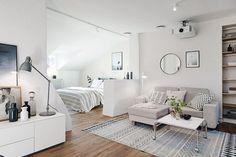 Integración de espacios en casas pequeñas la ventaja es la iluminación que permite el medio muro.