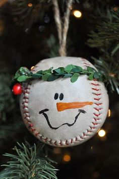 Baseball snowman ornament. It's such a cute craft for your little baseball player!
