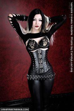 Vampirefreaks model TracyWayneGacy getting her full metal #Goth girl on for…