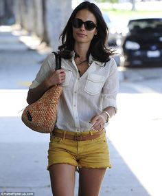 It's not Labor Day just yet! Jordana Brewster sports a white blouse and sunny yellow shorts to get her eyebrows waxed Yellow Shorts Outfit, Spring Shorts Outfits, Denim Shorts Outfit, Short Outfits, Casual Outfits, Inspirational Celebrities, Celebrity Outfits, Cheap Clothes, Get Dressed