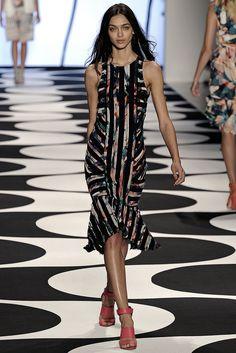 Nicole Miller Spring 2015 Ready-to-Wear Fashion Show - Zhenya Katava