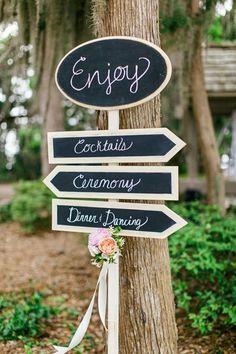 Guider les invités avec des panneaux, à faire soi-même ou à acheter ! #DIY #Wedding