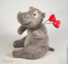 Needle felted Valentine hippopotamus by Krupennikova Oxana. Войлочная игрушка бегемот-валентинка, Крупенникова Оксана.