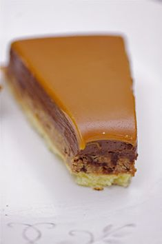 Tarte Choco/crunch caramel - On a faim > bien, bio et bon. Caramel Crunch, Chocolate Crunch, Chocolate Pies, Caramel Pie, No Cook Desserts, Just Desserts, Delicious Desserts, Yummy Food, Sweet Recipes