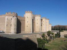 La Aljaferia es un palacio fortificado construido en Zaragoza en la segunda mitad del siglo XI por iniciativa de Al-Muqtadir como residencia de los reyes hudíes de Saraqusta. Este palacio de recreo (llamado entonces «Qasr al-Surur» o Palacio de la Alegría) refleja el esplendor alcanzado por el reino taifa en el periodo de su máximo apogeo político y cultural.