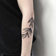 Delicate leaves tattoo @wpkorvis