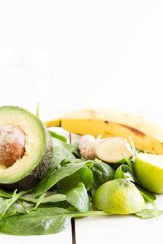 haseimglueckde Rezept Green Smoothie Avocado Spinat Apfel 2 click now for more. Avocado Smoothie, Healthy Green Smoothies, Green Smoothie Recipes, Natural Protein, Frozen Vegetables, Frozen Fruit, Paleo Breakfast, Vegetarian Recipes, Detox