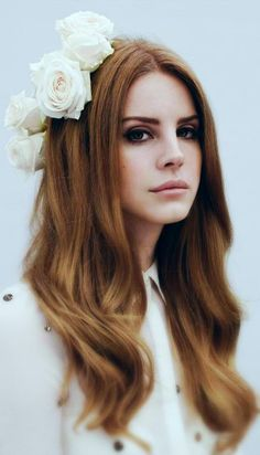 Lana Del Rey is the latest internet musical sensation – the fatal combination of looks and talent. Lana Del Rey is her stage n. Plum Hair, Purple Hair, Pastel Hair, Violet Hair, Brown Hair, Red Purple, Brown Eyes, Reddish Hair, Pastel Blue