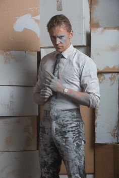 Tom hiddleston as dr. robert laing in high-rise.