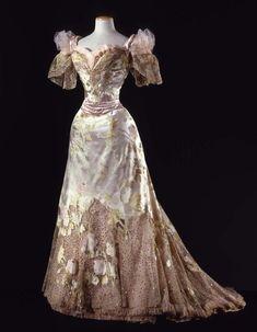 Dress Jean-Philippe Worth, 1902 Collection Galleria del Costume di Palazzo Pitti.
