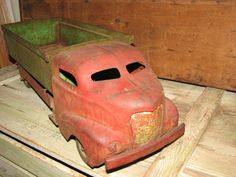 Antique 1930's Wyandotte Red and Green Dump Truck