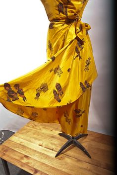 AMAZING Vintage 1940s 1950s Hawaiian Silk Sarong by Merletto, $585.00
