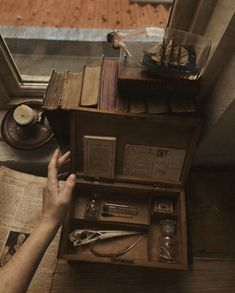 Dark Paradise, Brown Aesthetic, Aesthetic Pictures, Light In The Dark, Aesthetic Wallpapers, Hogwarts, Decoration, Dark Mind, Apothecary