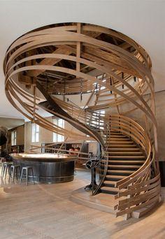 Escalier du restaurant les Haras, France, par l'architecte Jouin-Manku