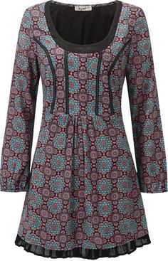 Check out the adorable dirndl-style seams on this plus size tunic. Read article: http://www.boomerinas.com/2014/10/12/folk-fashion-trend-in-plus-sizes-2014-vintage-styles-for-modern-women/