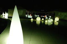 Luminaria Kanpazar de exterior en la discoteca Puro Beach de Palma de Mallorca. Diseño de alta gama y funcionalidad en una sola lámpara.
