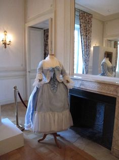A reproduction of a gown worn by Madame Elisabeth in the portrait of her playing the harp by Charles Leclercq. It is on display at her country house in Montreuil, as part of the exhibition dedicated to her life.