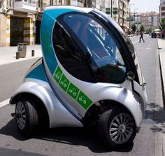 Hiriko Electric car folds up for ultra-tiny sharing