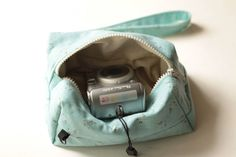Compact Camera bag Polka dot linen Lumix/Olimpus/Canon Padded Travel neck/shoulder/crossbody case pouch insert Zip purse Handmade gift by TakeCraftsOut on Etsy Sony Digital Camera, Camera Bag Backpack, Camera Accessories, Compact, Canon, Polka Dots, Pouch, Buy And Sell, Zip