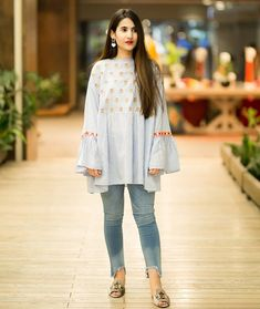 16 Different Ways To Wear Kurtis With Jeans For Women Pakistani Fashion Casual, Pakistani Dresses Casual, Pakistani Dress Design, Indian Fashion, Frock Fashion, Fashion Outfits, Women's Fashion, Stylish Dresses, Casual Dresses