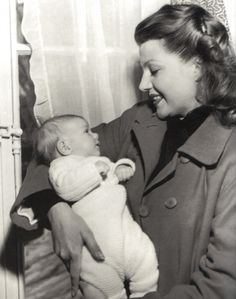 Rita Hayworth with her younger daughter, Princess Yasmin Aga Khan Rita Hayworth, Old Hollywood Stars, Classic Hollywood, Yasmin Aga Khan, Famous Legends, Mother Images, Old Movie Stars, Young Prince, Cinema