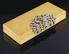 gold basket-weave box covered with ribbon & scroll motif formed of 258 graduated pavé diamonds set in white gold Lipstick Holder, Gold Box, Carat Gold, 18k Gold, Paris, Jewelry Box, Jewellery, Just In Case, Perfume Bottles