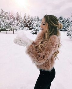 These winter vacation destinations are perfect for you if you're in love with the snow and cold weather! Take a trip to these winter wonderlands! Fall Winter Outfits, Winter Wear, Autumn Winter Fashion, Winter Holiday, Trend Fashion, 90s Fashion, Snow Fashion, Girl Fashion, Christmas Fashion