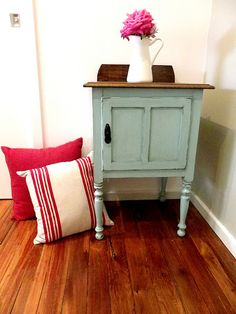 How to paint furniture shabby chic.