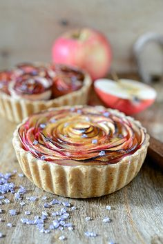 apple tart - tarte aux fleurs de pomme (in french) Beaux Desserts, Fun Desserts, Dessert Recipes, Homemade Condensed Milk, Beautiful Desserts, Food Menu, Snacks, Let Them Eat Cake, Chocolate Recipes