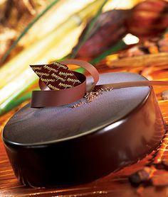Valrhona Professional - Entremet Tainori Recipe - A creation from L& du Grand Chocolat Desserts Français, Fancy Desserts, Plated Desserts, Chocolate Desserts, Delicious Desserts, Chocolate Cake, Chocolate Dreams, Chocolate Delight, Formation Patisserie