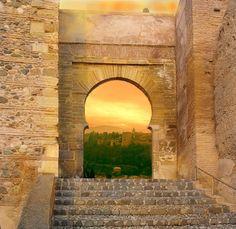 Puerta de la Alhacaba, en el barrio del Albaicín. Siglo XI