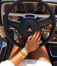 Gefällt dir was du siehst? Folgen Sie mir für mehr: ιи∂ια💓 ѕтυввѕ - Beste Just Luxus Boujee Lifestyle, Luxury Lifestyle Fashion, Bentley Mulsanne, Billionaire Lifestyle, Car Goals, Land Rover Discovery, Luxe Life, Glamour, Dodge Challenger
