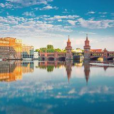 Spiegelungen im Wasser 💙 #spiegelung #spree #berlin #deutschland #bucketlist #instatravel #getaway #wanderlust  #viator…