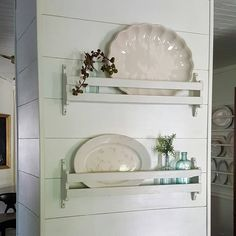 Small shelves on the wall for vintage platters High end dining room sets surely is an important part of our life at home. Find some beautiful ideas here, and get ready to be inspired! Plate Shelves, Kitchen Shelves, Kitchen Decor, Pantry Cabinets, Kitchen Ideas, Dining Room Sets, Antique Farmhouse, Farmhouse Decor, Modern Farmhouse